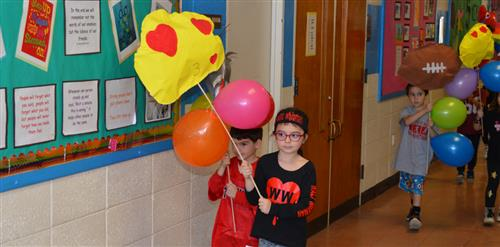 Kindergartners holding their floats.