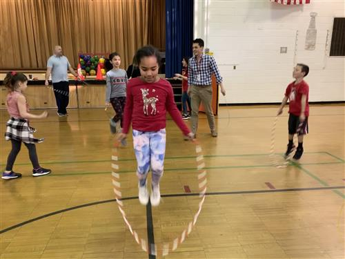 WW students jumping rope.